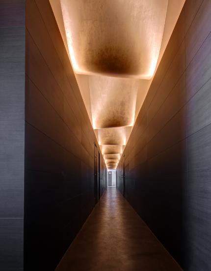 espectacular pasillo Mastinell hotel con bodega