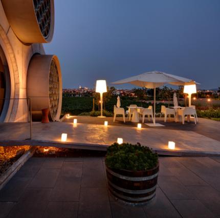 terraza hotel con bodega