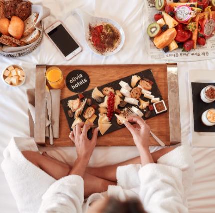 Desayuno habitación Restaurante En Rima Mastinell hotel con bodega