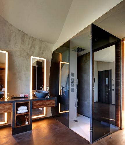 baño suite Mastinell hotel con bodega