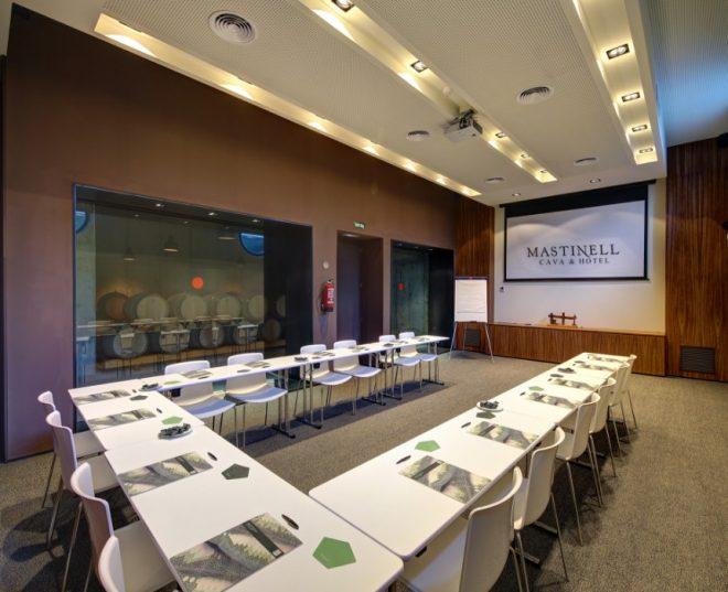sala preparada para eventos Mastinell hotel con bodega