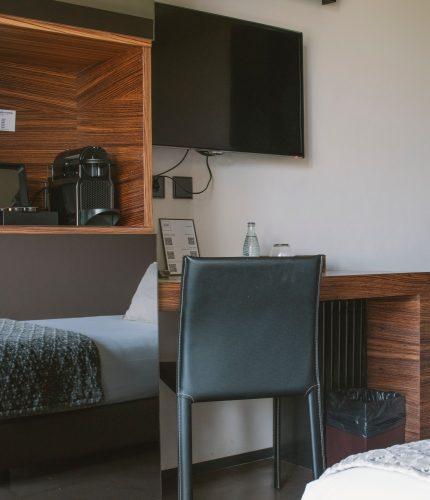 escritorio habitación Mastinell hotel con bodega