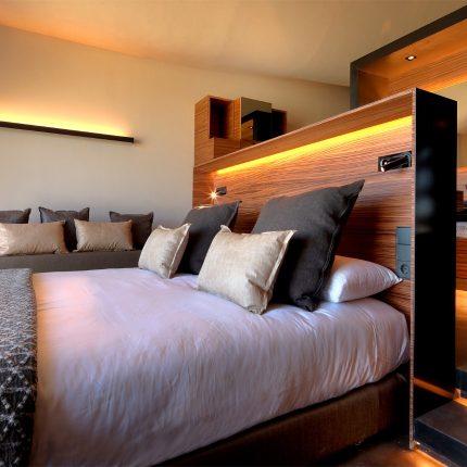 detalle cama habitación premium doble hotel Mastinell