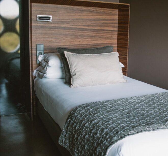 cama habitación Mastinell hotel con bodega