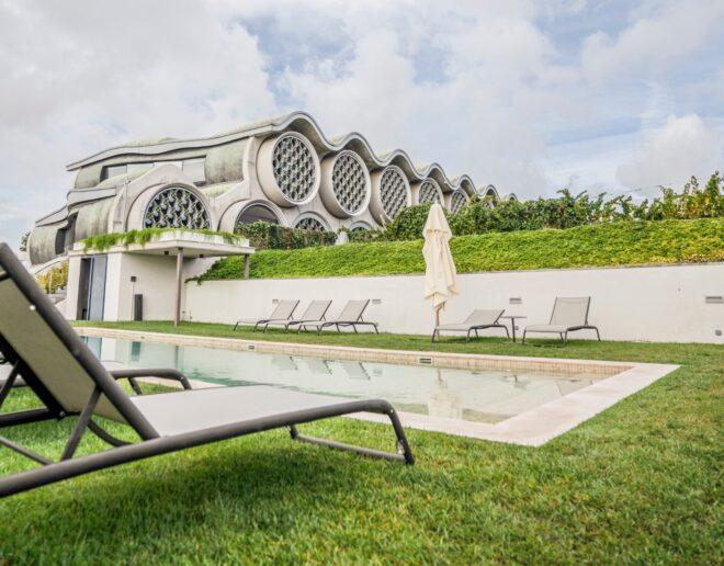 detalles piscina hotel boutique Mastinell